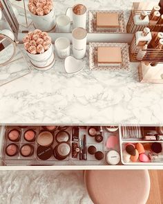 Makeup Vanity Decor, Makeup Room Decor, Makeup Rooms, Makeup Storage Organization, Make Up Storage, Cute Room Decor, Glam Room, Aesthetic Rooms, Dream Rooms