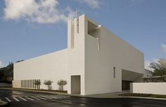 Built by Alfonso Architects in Tampa, United States with date 2010. Images by Al Hurley. The program included a new 25,000 sf freestanding church building comprised of a worship sanctuary, administrative of...