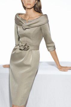 Vestido de madrina de Teresa Ripoll by Teresa Ripoll Mother Of Bride Outfits, Mother Of Groom Dresses, Mothers Dresses, Mother Of The Bride, Bride Dresses, Elegant Outfit, Elegant Dresses, Beautiful Dresses, Mom Dress