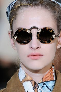 Tortoise shell inspector glasses. NEED!