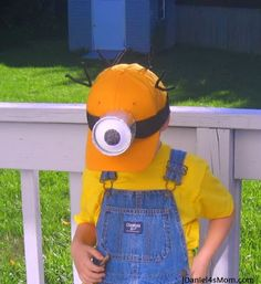 How to Make a Despicable Me Minion Hat for Halloween Crazy School Day, Crazy Hat Day, Crazy Hats, Minion Hats, My Minion, Minions, My Themes, Party Themes, Party Ideas