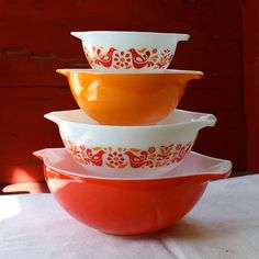 I want some of these vintage pyrex bowls so bad.