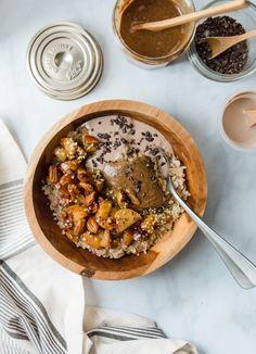 Porridge pomme-pécan et beurre de noisette - recette vegan, sans lactose Space Food, Hemp Seeds, Dessert Recipes, Desserts, Cooking Time, Lactose, Hummus, Acai Bowl, Food And Drink