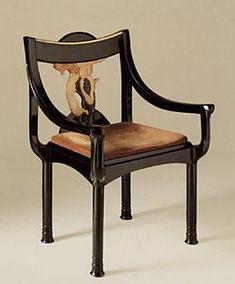 Le fauteuil dit à la Sirène laqué noir et ivoire d'Eileen Gray, longtemps considéré comme pièce unique, il fait en réalité partie d'un ensemble de six fauteuils. eileen gray (1878-1976), une artiste du laque