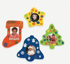 Olá pessoal! Estou postando lindos Porta Retratos de Natal, pra você dar de lembrancinha, enfeitar a árvore, colocar no ímã da geladeira… Aproveitem, são 04 páginas de lindas idéias da OTC pra você se inspirar… [Página 01] [Página 02] [Página 03] [Página 04] [Página 01] [Página 02] [Página 03] [Página 04] Beijos!!! Artigos Relacionados Sugestão … Christmas Arts And Crafts, Preschool Christmas, Diy Christmas Gifts, Preschool Crafts, Holiday Crafts, Christmas Decorations, Christmas Ornaments, Crafts For 2 Year Olds, Paper Crafts For Kids