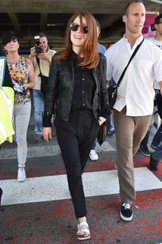 These celebs show comfy doesn't have to come at the expense of style while traveling: Julianne Moore at Nice Airport.