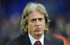 He currently manages S.L Benfica. Jorge Jesus played as a midfielder during his professional football days. He started playing at Sporting and has played at 12 clubs in his professional career.