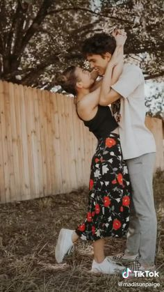 Photo Poses For Couples, Best Photo Poses, Couple Picture Poses, Couple Photoshoot Poses, Girl Photo Poses, Couple Shoot, Model Poses Photography, Photography Challenge, Creative Photography
