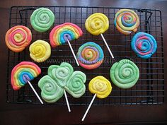 St. Patrick's Day Cookies: Rainbows, shamrocks and gold - Amanda's Cookin'
