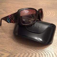 Fendi sunglasses Colored logo on arms. FENDI Accessories Sunglasses
