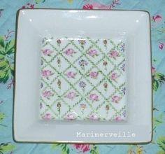 © Marimerveille - peinture sur porcelaine (cuisson haute température) Vide-poche aux roses