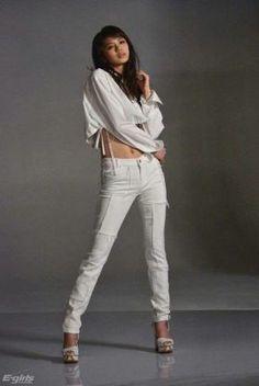 佐藤晴美 スライダーズジャケット - Yahoo!検索(画像) Beautiful Actresses, White Jeans, Girl Fashion, Japanese, Yahoo, Pretty, Cute, Exotic, Pants