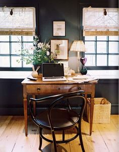 Even those whose work is not so poetic as to involve the contemplation of nature still deserve a desk with a view. To be able to sit in the natural light while working, or to take a break every so often to admire the outside world, is a wonderful thing. If you can, why not try situating your home office desk at a window?