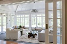 01 Cozy Modern Farmhouse Sunroom Decor Ideas