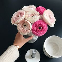 Excellent diy flowers hacks are offered on our internet site. look at th s and you will not be sorry you did. Diy Hanging Shelves, Diy Wall Shelves, Floating Shelves Diy, Wine Bottle Crafts, Mason Jar Crafts, Mason Jar Diy, Paper Flower Art, Paper Flowers, Origami
