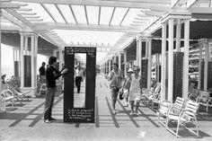 14 expositions à la gloire de la Promenade des Anglais cet été à Nice Martin Parr, Magnum Photos, Fluxus Art, Dada Artists, Promenade Des Anglais, Nice Ville, John Cage, Marcel Duchamp, Paris Ville