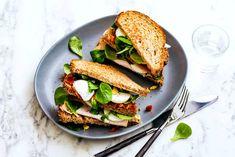 Volkoren club sandwich kipfilet met sla en ei - Recept - Allerhande