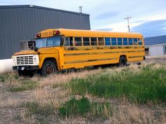 Old School Bus, School Buses, Vintage School, Busses, Old Skool, Blue Bird, Vintage Cars, Abandoned, Chevrolet