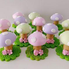Cupcakes fondant decoration link 70 ideas for 2019 Cake Topper Tutorial, Fondant Tutorial, Cake Toppers, Fondant Giraffe, Fondant Animals, Kid Cupcakes, Fondant Cupcakes, Polymer Clay Miniatures, Polymer Clay Crafts