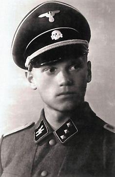"""Larry Thorne in his Waffen SS uniform...............Quien es"""" bloooooooodyyyheeeeyy   who on earth is """" larry  thorne un amigo de mosley o tambien a ese lo mataron los comunistas ......"""