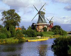 Windmills in Greetsiel, Ostfriesland, Germany Tolle Ausflugsziele und Ausflugstipps in Ostfriesland und auf den Ostfriesischen Inseln - mehr davon gibt's in unseren kostenlosen Ostfriesland-App für iOS und Android! http://www.ostfriesland-app.de