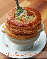 Chicken Pot Pie As Made By Chef Wolfgang Puck. OMG I can already smell this amazing pot pie. Pie Recipes, Chicken Recipes, Cooking Recipes, Recipe Chicken, Canned Chicken, Chicken Pot Pies, Wolfgang Puck Recipes, Good Food, Gourmet