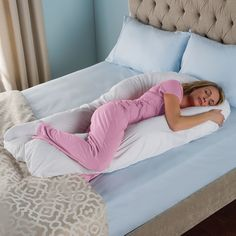 The Total Body Support Pillow from Hammacher Schlemmer is a full body pillow that provides optimum support for upper and lower extremities.