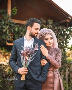 Mashallah to you from my beautiful bride al . Muslim Couple Photography, Wedding Photography Poses, Wedding Poses, Wedding Photoshoot, Wedding Couples, Wedding Bride, The Bride, Bride Groom, Muslimah Wedding Dress