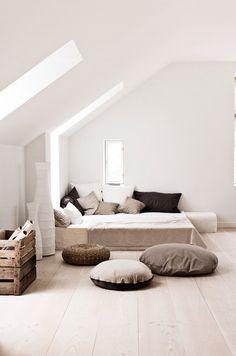 amazing attic space (via Interior inspirations /...