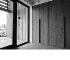 201433 schuurwoning | ARCHITECTUURSTUDIO SKA Bungalow, Garage Doors, Cottage, House Design, Outdoor Decor, Furniture, Studio, Bathroom, Home Decor