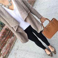 """Instagram media by advogadacomestilo - Curtam nossa página no Facebook (link na bio) . . Marque suas amigas que também são """"advogadas com estilo""""❗️ . . . . . . .  #advogadacomestilo #advogata #advogada #work #lookoftheday #looktrabalho #lookdetrabalho #lawyer #law #ootd #fashion #fashionista #look #direito #moda #estilo #escritorio #office #regram #bomdia"""