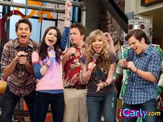 Carly and her pals' webshow is a smash hit! Now they must balance internet stardom with the struggles of everyday high school life. Old Tv Shows, Kids Shows, Icarly And Victorious, Nathan Kress, Chuck Lorre, Girl Meets World, Boy Meets, Movie Co, Shannara Chronicles