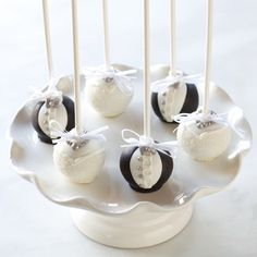 Sweet Lauren Wedding Cake Pops  Bride and Groom cake pops! Perfect for wedding favors for your guests!  www.sweetlaurencakes.com