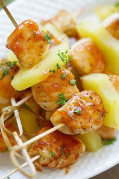 Hawaiian Chicken Bites - amazing chicken skewers with pineapple with Hawaiian BBQ sauce. This recipe is so easy and a crowd pleaser | rasamalaysia.com Snacks Für Party, Appetizers For Party, Appetizer Recipes, Dinner Recipes, Chicken Appetizers, Luau Party, Picnic Recipes, Beach Party, Hawaiian Chicken Kabobs