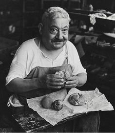 a shoemaker enjoys his packed lunch, 1944