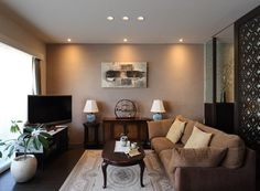 シノワズリインテリアの世界ご紹介しています。格子の建具を使ったり、柳のクロスを張ったり、アンティーク家具を置いたり。上品で華やかなシノワズリインテリアの実例とともにご覧ください。 Small Apartment Living, Small Apartments, Antique Chinese Furniture, Pinterest Home, China, Living Room Inspiration, My Dream Home, Living Room Designs, Sweet Home