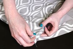 Learn how to make a no sew valance that has pleats at the corners and an accent band at the bottom. This simple design will go with many décor styles. No Sew Valance, Valance Tutorial, Roman Shade Tutorial, No Sew Curtains, Rod Pocket Curtains, Custom Curtains, Bead Sewing, Love Sewing, Sewing Diy