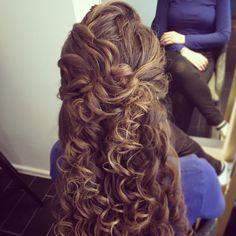 תסרוקת תלתלים רכה וטבעית עיצוב שיער - יפית קוריש לפרטים - 054-4536769