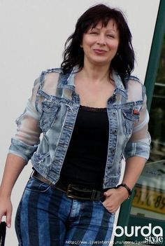 49 Ideas for sewing jeans recycling inspiration Denim Fashion, Boho Fashion, Fashion Outfits, Jean Diy, Moda Jeans, Sewing Jeans, Denim Ideas, Denim Crafts, Embellished Jeans