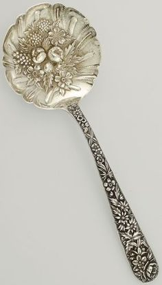 Sterling Silver Berry Casserole Serving Spoon Repousse Kirk - maybe crazy but I see the center done in white work Sterling Silver Flatware, Silver Spoons, Silver Plate, Silver Ring, Silver Cutlery, Vintage Cutlery, Vintage Items, Vintage Silver, Antique Silver