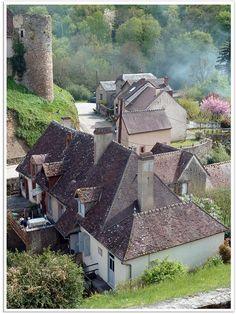 Gargilesse-Dampierre, Indre, France |     Sur les pas de George Sand qui possedait la petite maison en contrebas et qui aimait se rendre en ce charmant lieu.