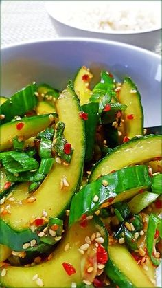 Pittige Koreaanse komkommersalade (Oi-Muchim) - Powered by Healthy Recepies, Easy Healthy Recipes, Raw Food Recipes, Veggie Recipes, Asian Recipes, Easy Meals, Cooking Recipes, Dutch Recipes, I Love Food