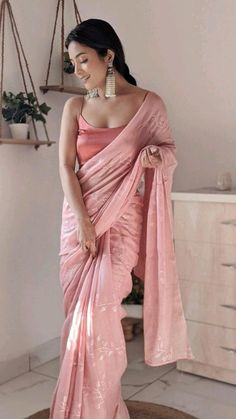 Dress Indian Style, Indian Fashion Dresses, Indian Designer Outfits, Indian Wear, Saree Fashion, Trendy Sarees, Stylish Sarees, Stylish Dresses, Saree Designs Party Wear