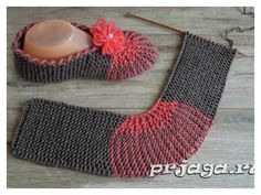 This Easy Slippers Free Knitting Pattern is very beginner friendly as it utilizes basic stitches such as the garter stitch. Knit Slippers Free Pattern, Crochet Slipper Pattern, Knitted Slippers, Knit Crochet, Knitting Patterns Free, Free Knitting, Baby Knitting, Crochet Patterns, How To Start Knitting