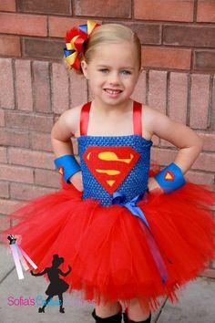Super niña superhéroe vestido y traje