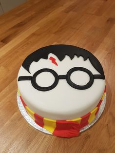 Harry Potter Kuchen – # – Best Cupcakes Ideen – - Lo Que Necesitas Saber Para La Fiesta Harry Potter Theme Cake, Bolo Harry Potter, Gateau Harry Potter, Harry Potter Cupcakes, Harry Potter Birthday Cake, Harry Potter Food, Fun Cupcakes, Cupcake Cakes, Food Cakes