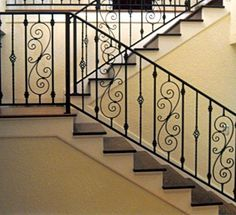 Risultati immagini per wrought iron railings Diy Staircase Railing, Wrought Iron Banister, Wrought Iron Stair Railing, Iron Balusters, Staircase Remodel, Staircase Design, Exterior Colonial, Iron Balcony, Modern Stairs