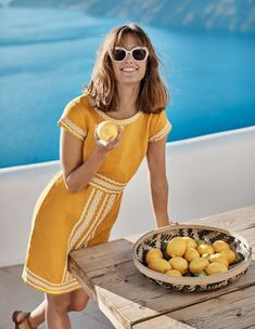 What to wear in Santorini - travel essential tips