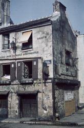 Guerre 1939-1945. Suite Montmartre. Paris (XVIIIème arr.). Photographie d''André Zucca (1897-1973). Bibliothèque historique de la Ville de Paris.