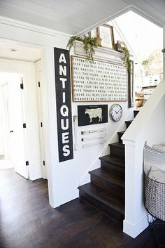 (not farmhouse style) DIY stairway gallery wall - must pin for future gallery walls for any room of your home! Farmhouse Wall Decor, Farmhouse Style Decorating, Farmhouse Stairs, Farmhouse Artwork, Modern Farmhouse Living Room Decor, Farmhouse Design, Modern Room, Modern Living, Country Decor